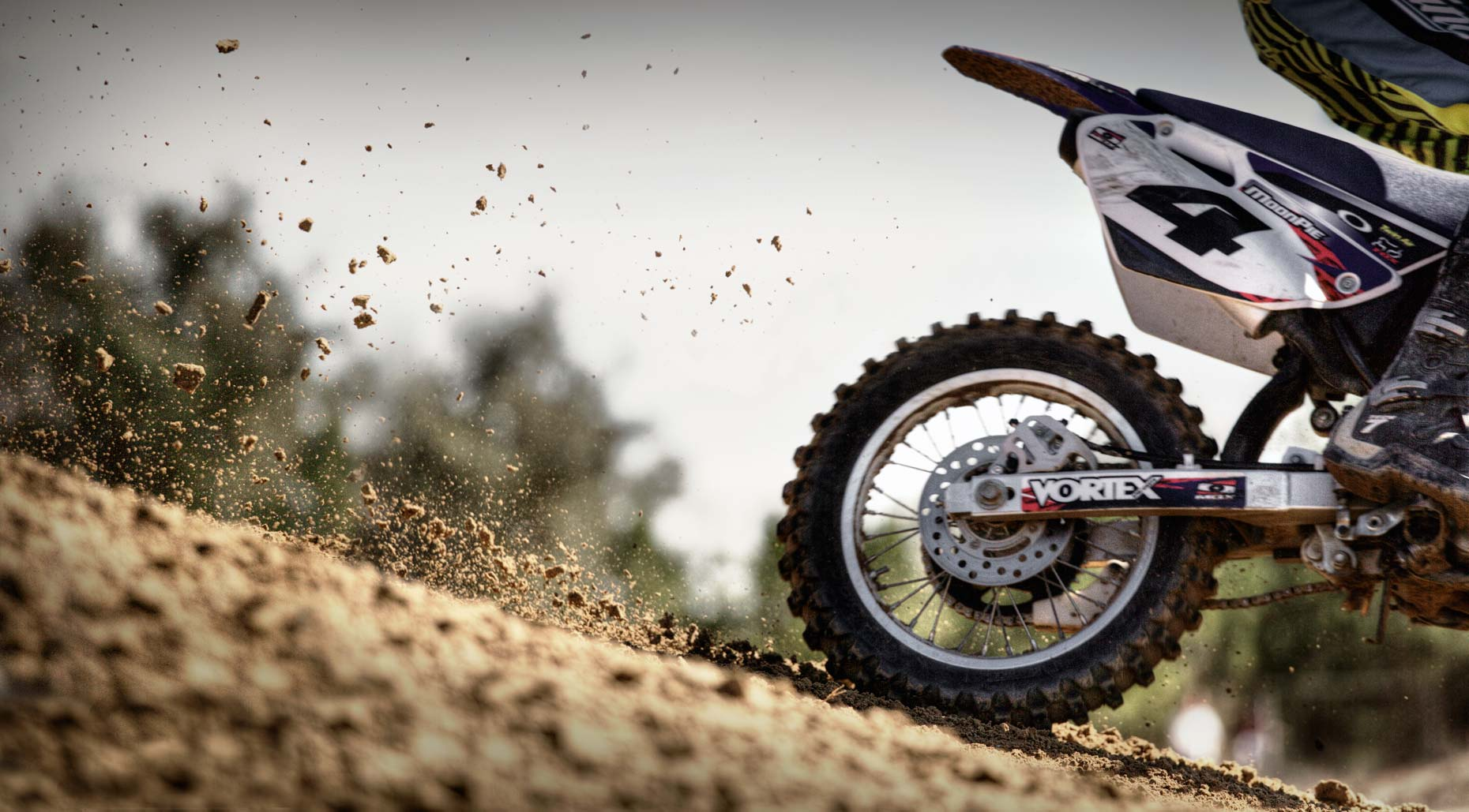 Motocross-Detail-Dirt-Flat